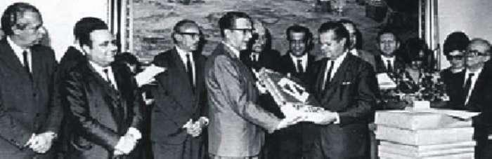 José Vicente de Faria Lima Prefeito de São Paulo assina constituição do Metrô em 1968