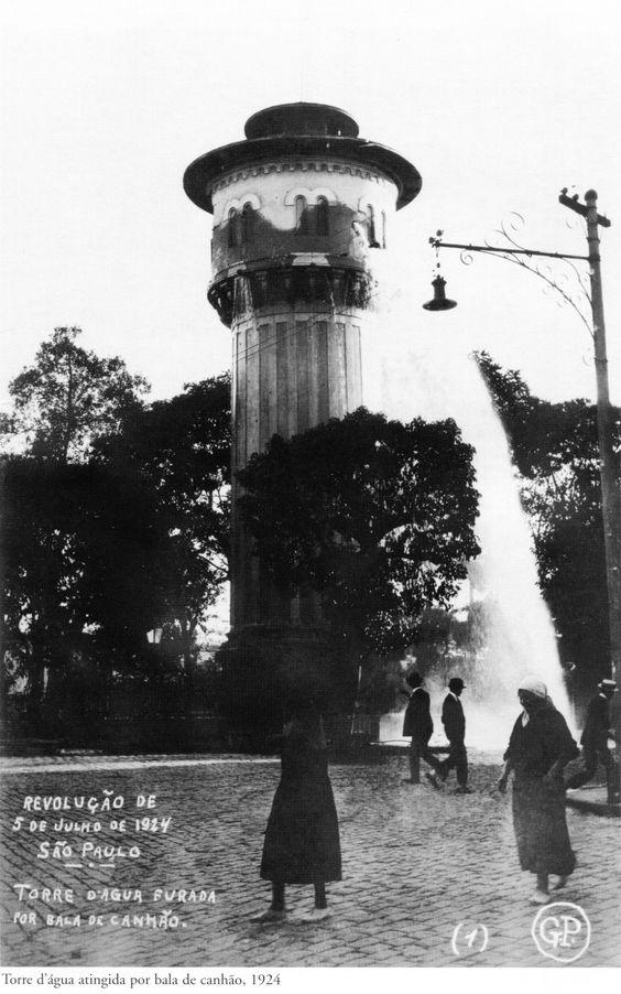 Torre d'água atingida por bala de canhão durante Revolução de 1924. Foto de Gustavo Prugner.