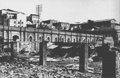 Mercado da rua 25 de Março,atingido por granadas durante a Revolta de julho de 1924.