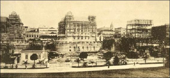 Imagem da construção dos palacetes do Conde de Prates na década de 10 do século passado.