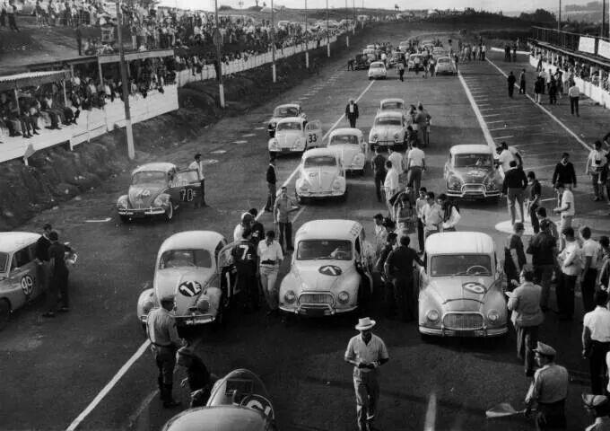 Reta de chegada no autódromo de Interlagos na década de 60.