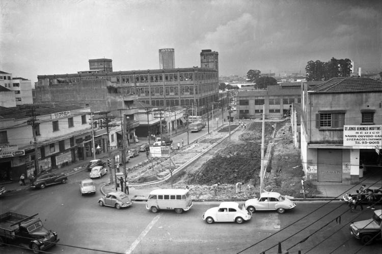 Cotonifício Crespi e alargamento da avenida Paes de Barros, bairro da Mooca, em 1970