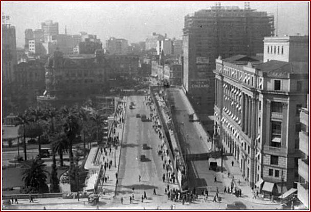 Edifício Matarazzo sendo construído em 1937, com os dois viadutos do chá e a Praça do Patriarca ao fundo.