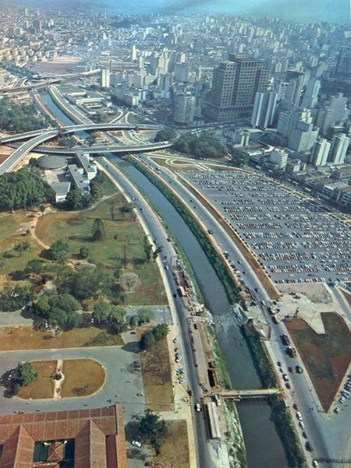 Parque Dom Pedro II e o Rio Tamanduateí em 1972