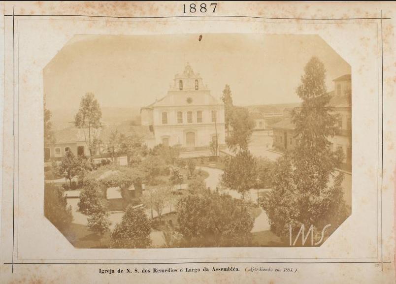 Igreja Nossa Senhora dos Remédios e o Largo da Assembleia em 1887.