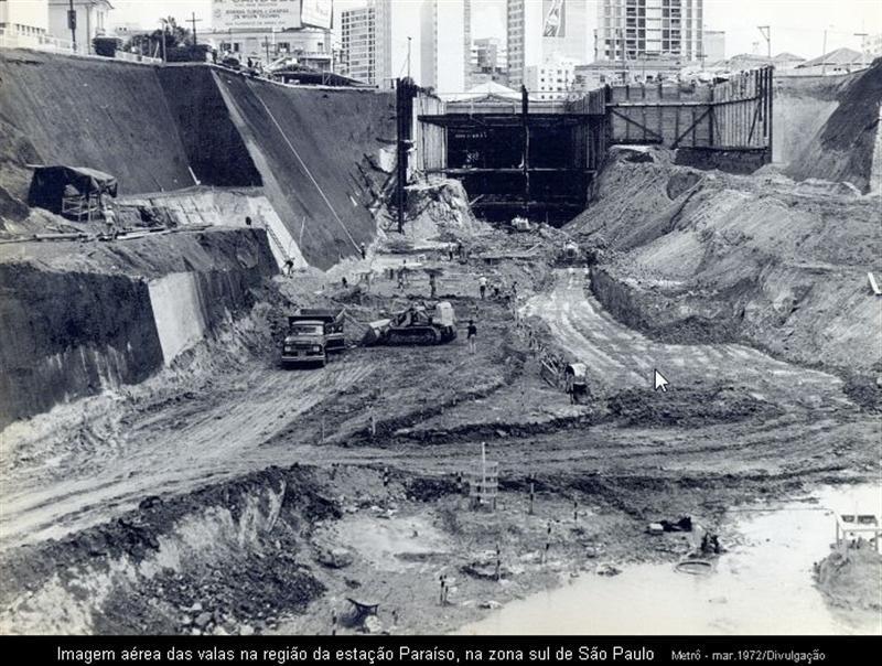Obras na Estação Paraíso em 1972.