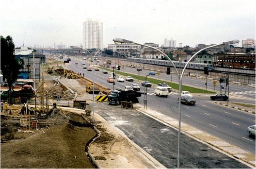 Acabamento das obras da Estação Carrão em 1983.
