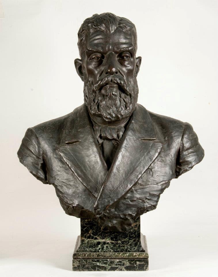 Busto do presidente Prudente de Moraes de autoria da escultora