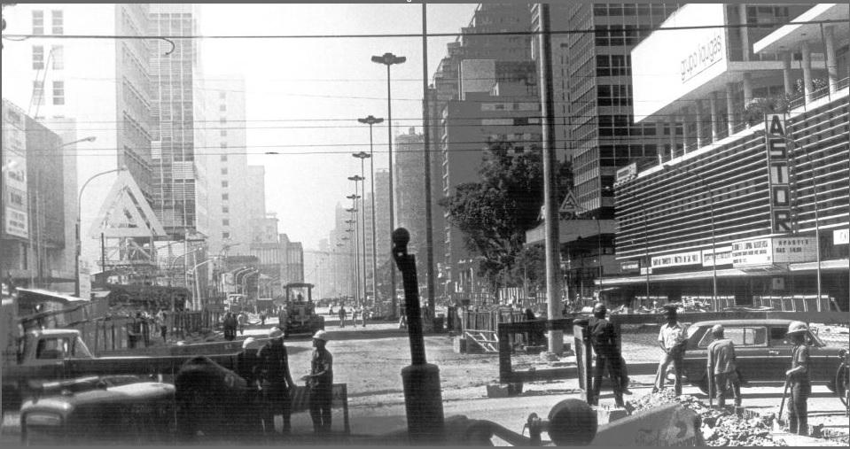 O projeto Nova Paulista previa o alargamento da avenida em 48 metros, melhorias urbanas e a construção de uma nova linha do metrô. 1974.