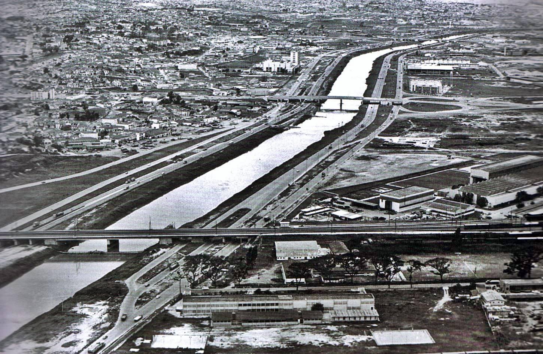 Registro da Marginal Tietê em 1974.