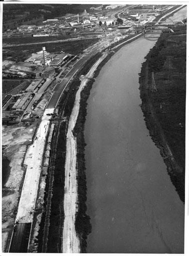 Marginal do Rio Pinheiros nos anos 70. Imagem feita por Ivo Justino.
