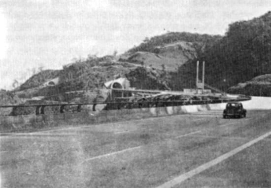 Trecho de serra da primeira pista da Rodovia dos Imigrantes, logo após a sua inauguração em 1976