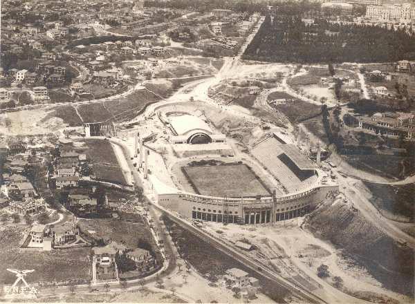 Vista aérea do Pacaembu, em obras, entre os anos de 1939 e 1940.