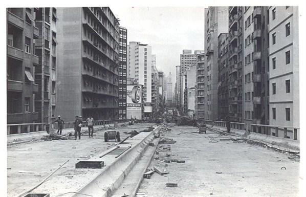 Registro do começo da construção do elevado