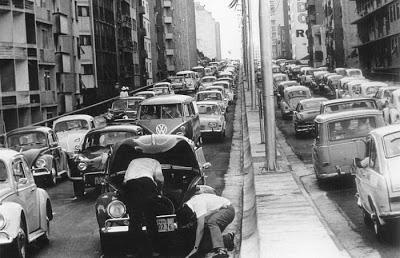 Trânsito no elevado já na década de 70
