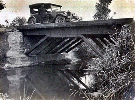 Estrada do Butantã, atual Av. Vital Brasil, em 1928.