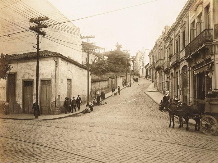 No primeiro plano, a rua 25 de Março em 1915