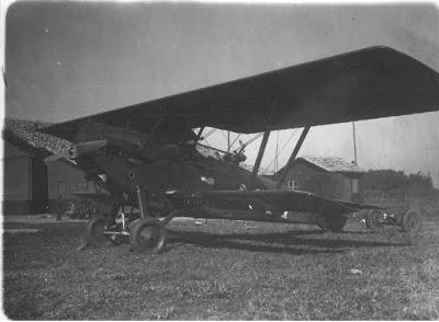 Avião no Campo de Marte pouco tempo depois da inauguração, na época da Revolução de 32