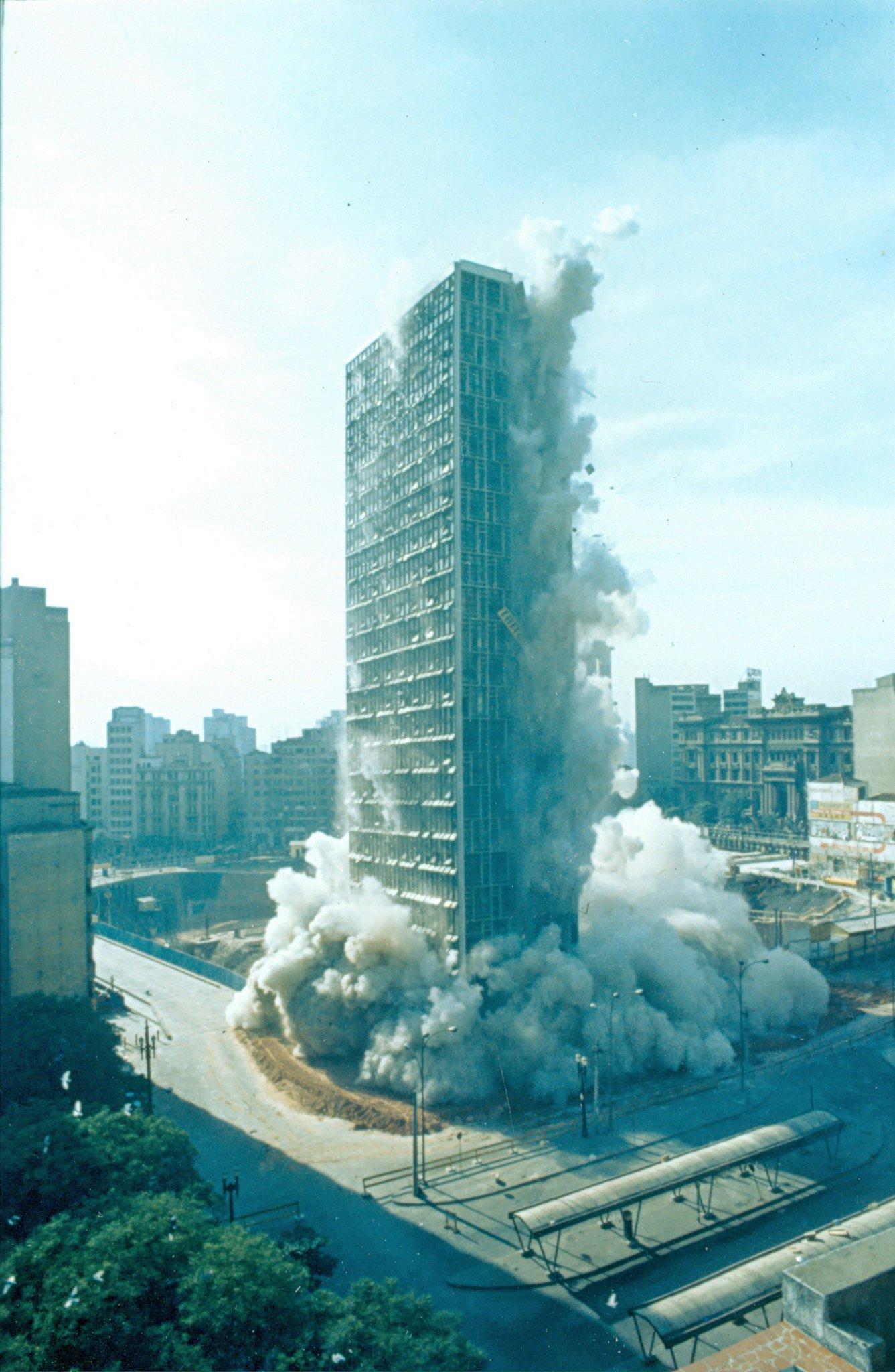 Implosão do edifício Mendes Caldeira
