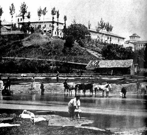 Registro de 1862 com o Pateo do Colégio no alto e Rio Tamanduateí na parte inferior da foto.