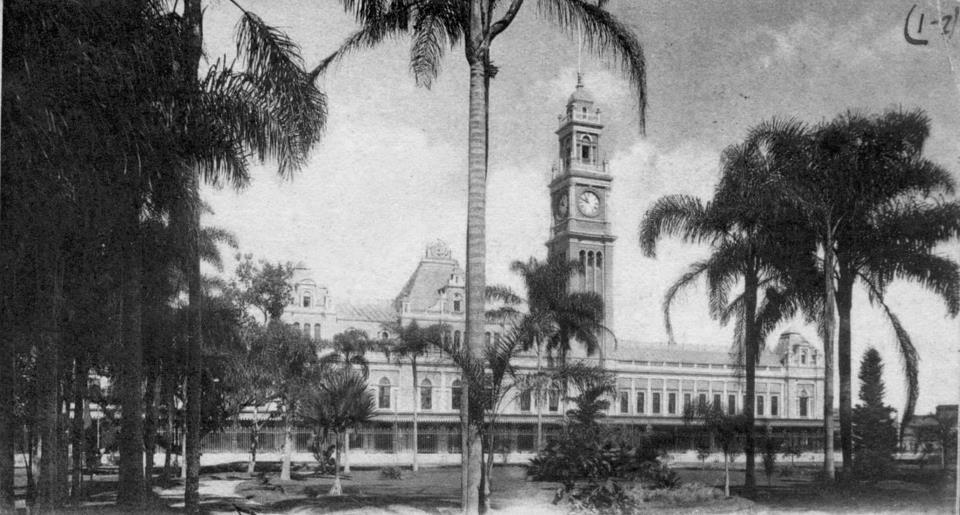 Estação da Luz em 1906 vista a partir do Parque da Luz
