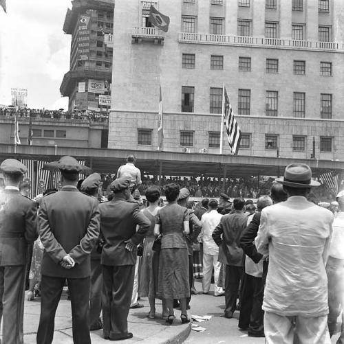 Comemoração do IV Centenário da Fundação da Cidade, no Anhangabaú, em 1954.