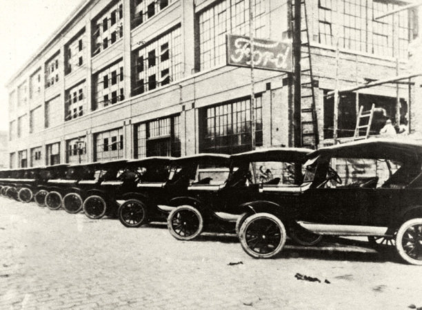 Na Rua Sólon eram feitos Ford T, Ford A e Mercury.