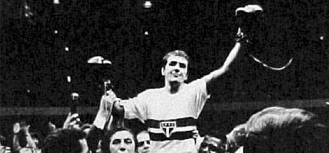 Éder Jofre comemora vitória com a camisa do seu clube de coração