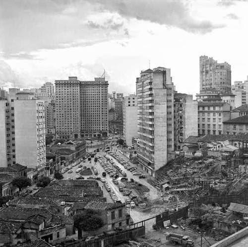 Avenida 23 de Maio época da construção na década de 1940.