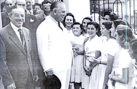 Interventor de SP Paulo, Fernando Costa em 16 de setembro de 1944 durante sua visita ao Ginásio Provisório, ainda funcionando na atual Prefeitura Municipal