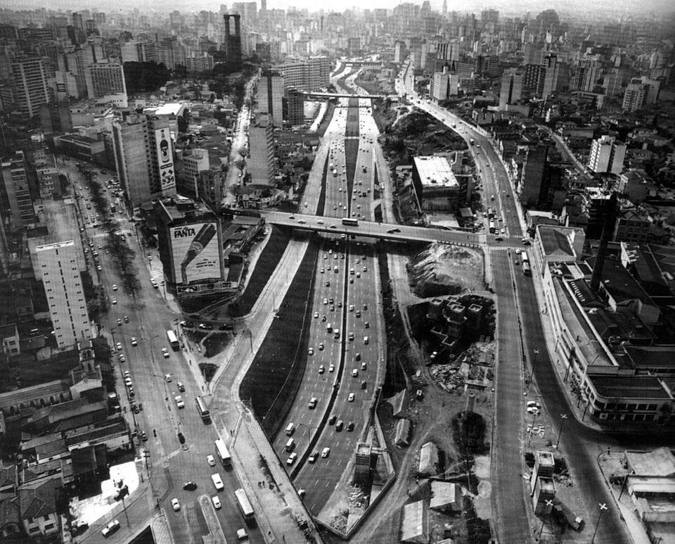 Vista aérea da Avenida 23 de Maio em 1974.