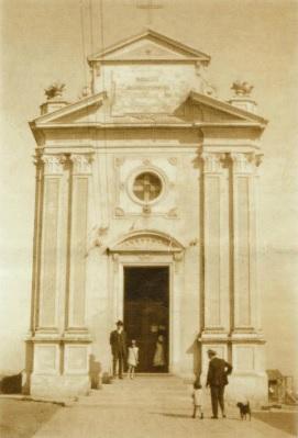 A capelinha erguida em homenagem no ano de 1922. Foto pertencente ao Acervo da Paróquia Nossa Senhora do Rosário de Pompeia.