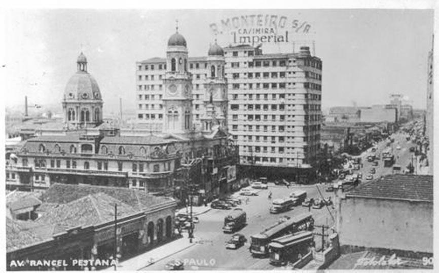 Avenida Rangel Pestana em 1955, no trecho conhecido como Largo do Brás, vista em direção à zona leste.