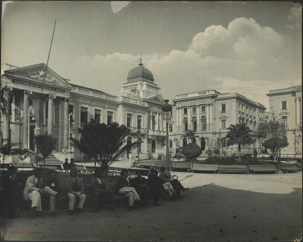 Palácio do Governo de São Paulo registrado por Guilherme Gaensly em 1902.