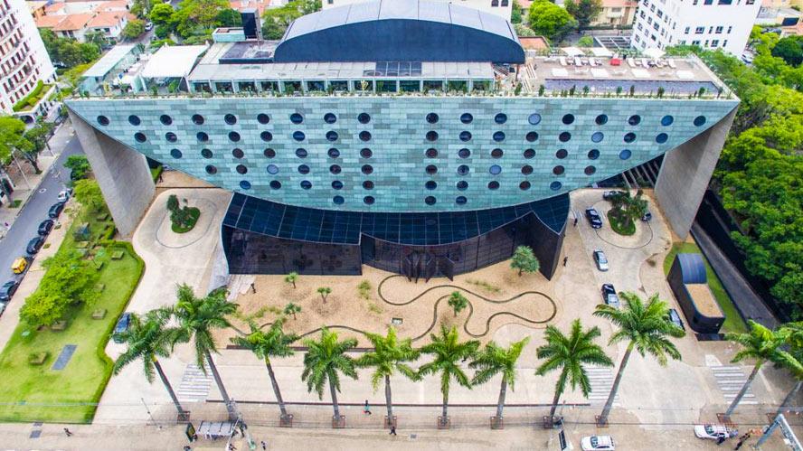 Projetado pelo arquiteto Ruy Otake, esta foto aérea é do Hotel Unique, que fica na região do Jardins.