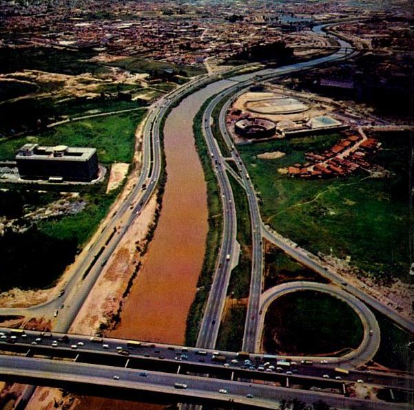 A Marginal do Rio Tietê, com destaque para o Canindé, em 1971.