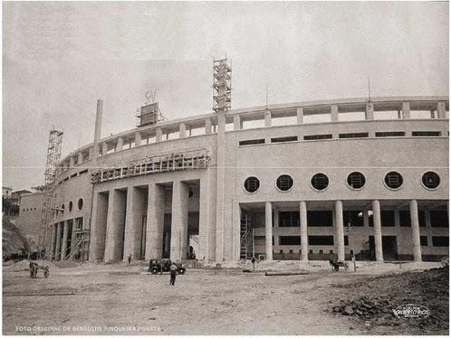 Construção do Estádio do Pacaembu em 1939. Imagem de Benedito Junqueira Duarte