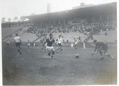 Imagens da primeira partida disputada no estádio entre Palmeiras e Coritiba, dia 28 de Abril de 1940.