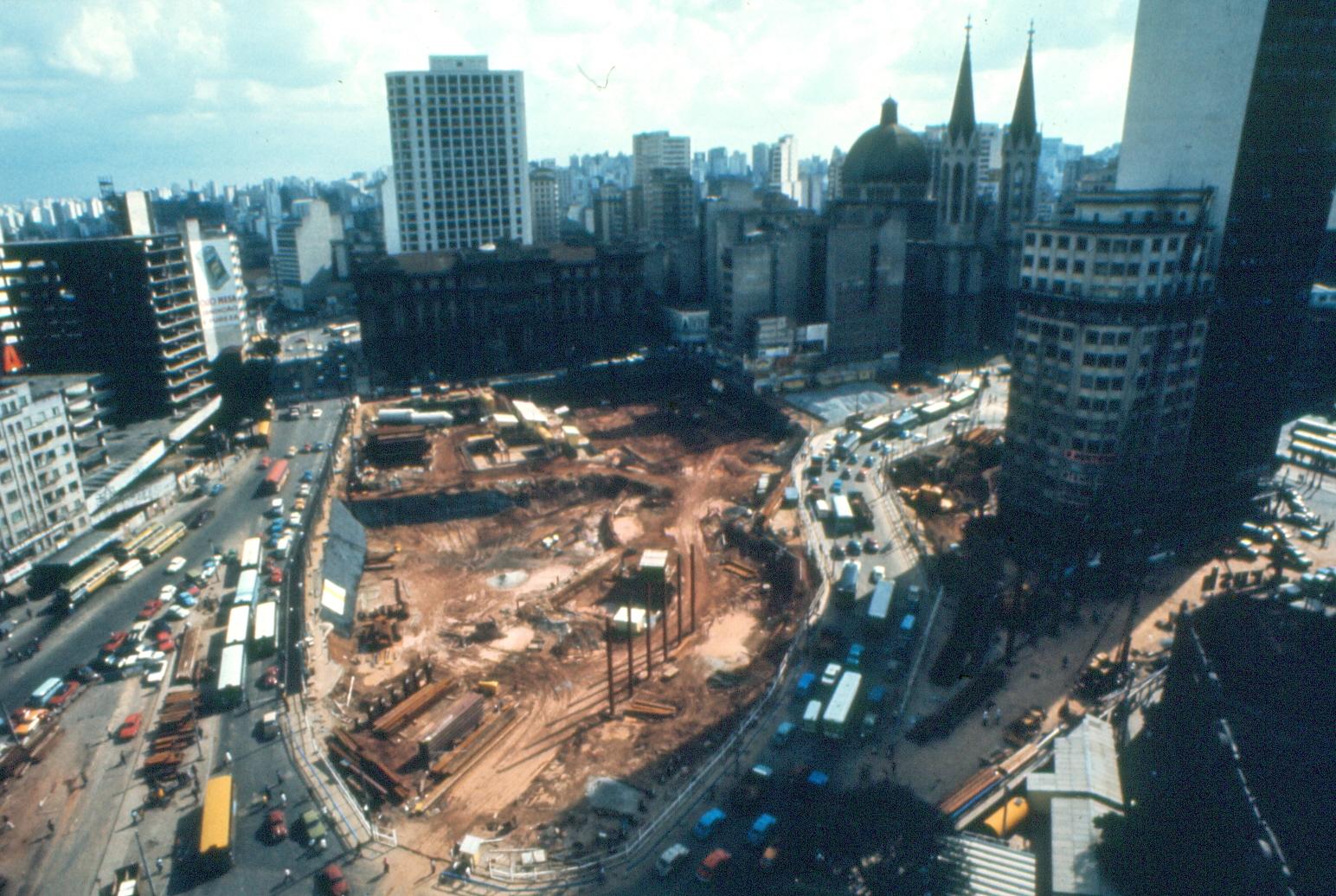 Vista aérea das obras da estação Sé