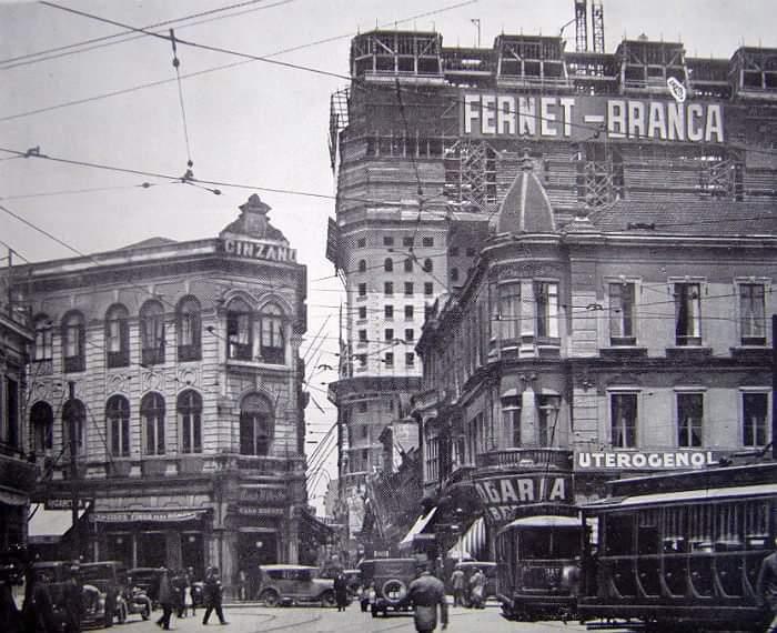 Largo São Bento em 1925 com destaque para os primeiros andares do edifício Martinelli