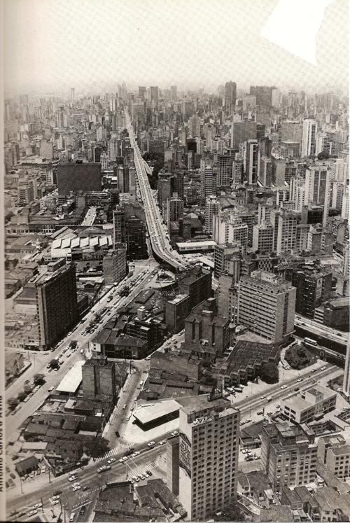 São  Paulo, em 1983, com destaque para o Minhocão