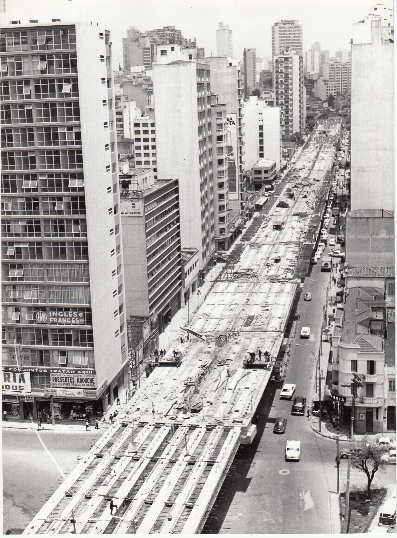 Construção do Minhocão na década de 70