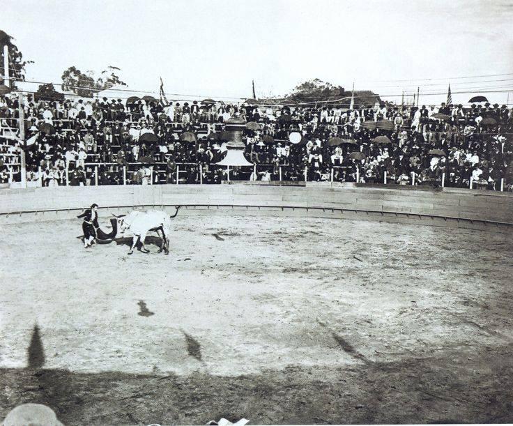 Tourada na praça da República, em 1902. Imagem feita por Edgard Egydio de Sousa .