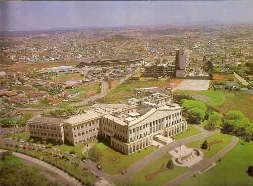 Palácio dos Bandeirantes e o Estádio do Morumbi em 1980